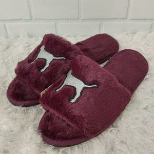 PINK Victoria's Secret Fuzzy Slippers - Large